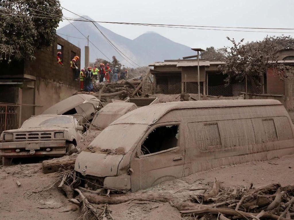Korban Tewas Erupsi Gunung Fuego Bertambah Jadi 69 Orang