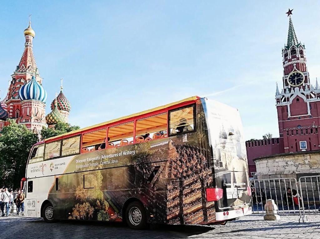 Bus Wisata Wonderful Indonesia Parkir di Lapangan Merah Moskow