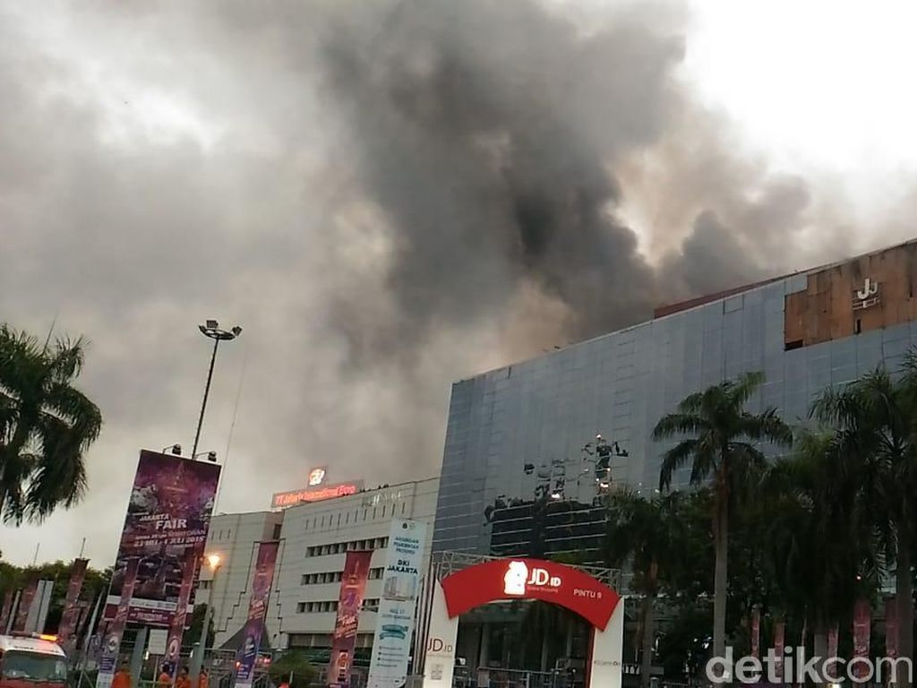 Cerita Petugas Evakuasi Korban Kebakaran Gedung di PRJ