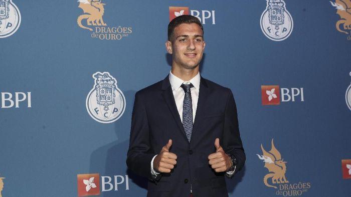 Bek yang dikabarkan akan bergabung dengan Manchester United, Diogo Dalot. (Foto: Carlos Rodrigues/Getty Images)