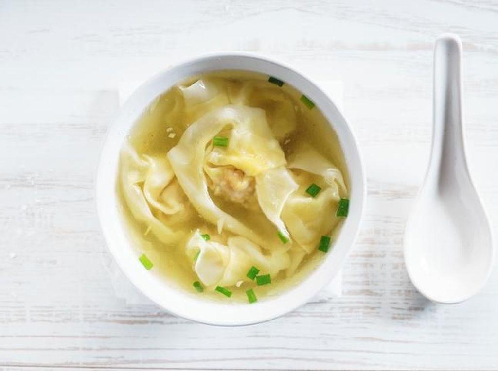 Begini Trik Membuat Sup Pangsit yang Seenak Buatan Restoran