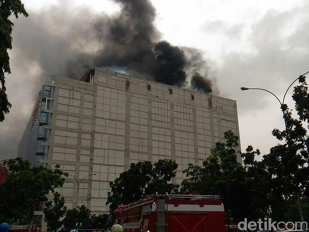 Sandi Minta Pengelola Cek Kelayakan Gedung PRJ yang Terbakar