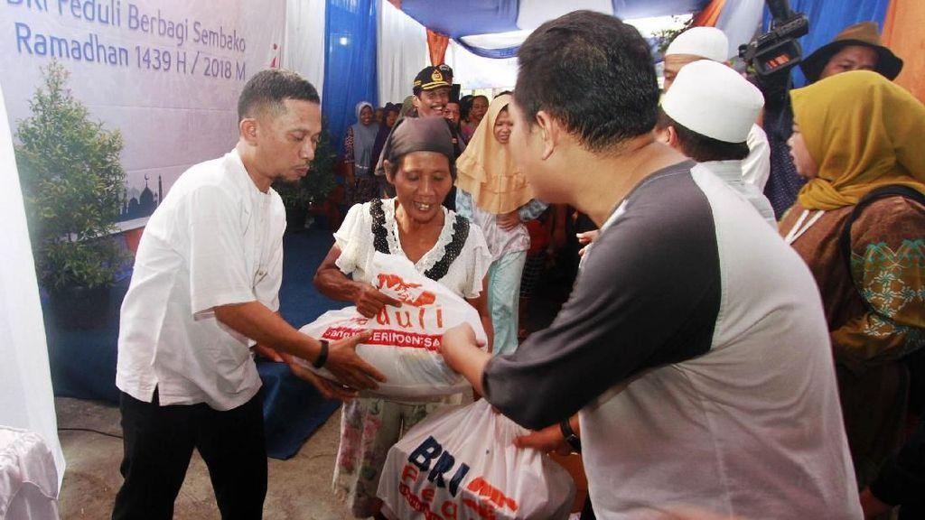 BRI Bagikan Ribuan Paket Sembako Gratis