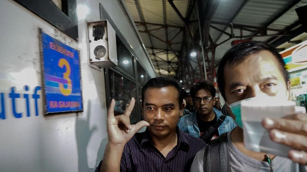 Momen Bupati Purbalingga Dibawa KPK di Gerbong Eksekutif Gajayana