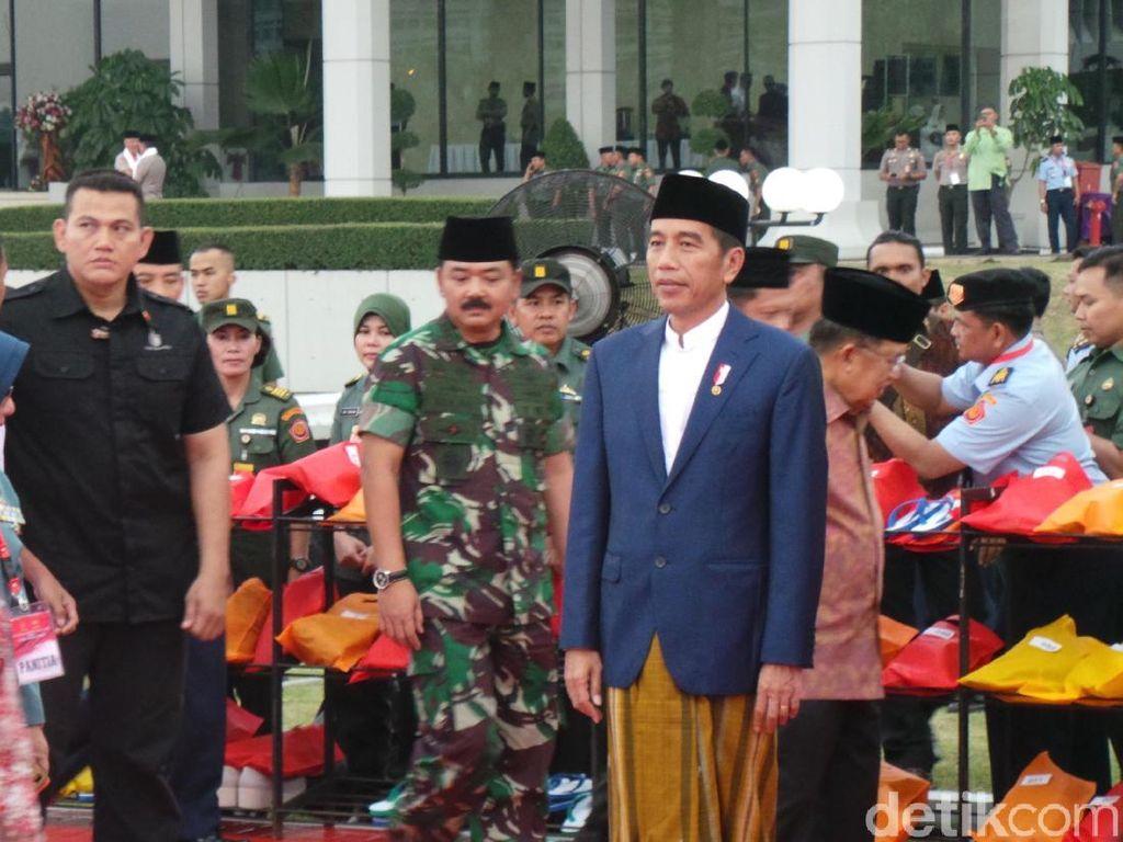 Jokowi Buka Puasa Bersama Panglima dan Kapolri di Mabes TNI