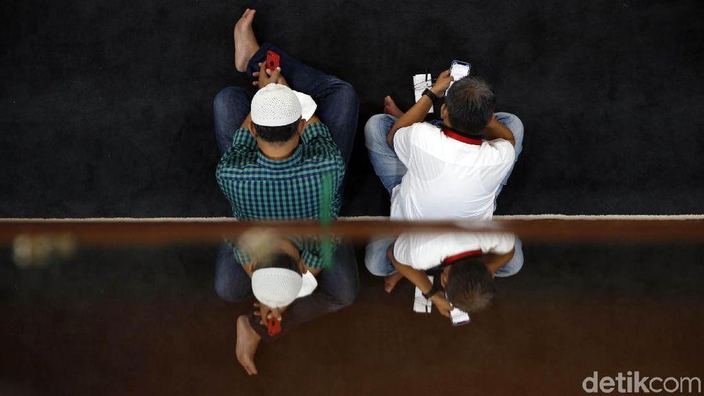 Santai Sejenak di Masjid Pintar Al Istiqomah