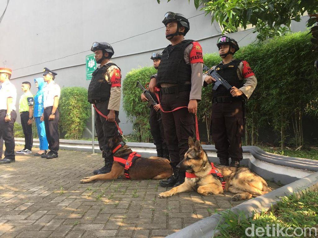 Daop 3 Cirebon Kerahkan Anjing Pelacak Selama Arus Mudik