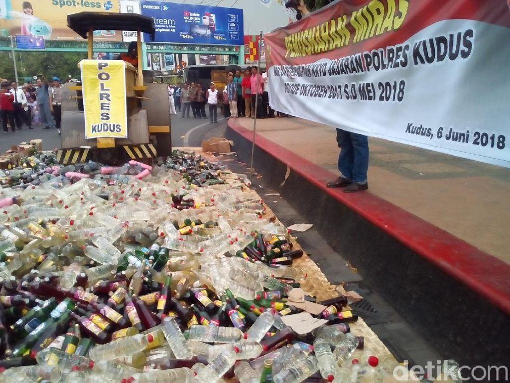 4.900 Botol Miras Dimusnahkan di Kudus
