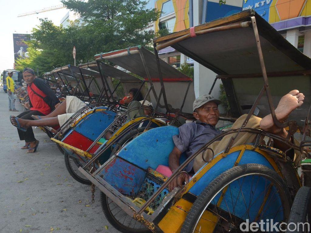 Tukang Becak Dilarang Mangkal di Jalur Mudik Pantura Cirebon