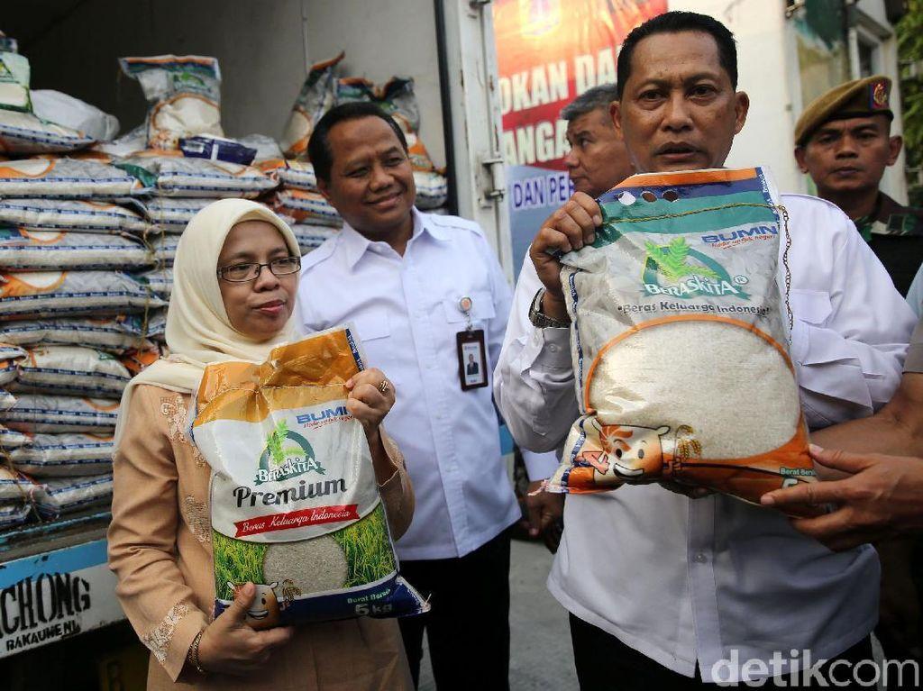 Bulog Jual Sembako di 17 Titik Bersama Polisi dan TNI