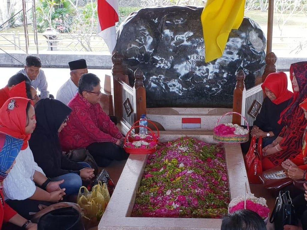 Megawati Tugaskan Hasto Pimpin Ziarah 117 Tahun Bung Karno