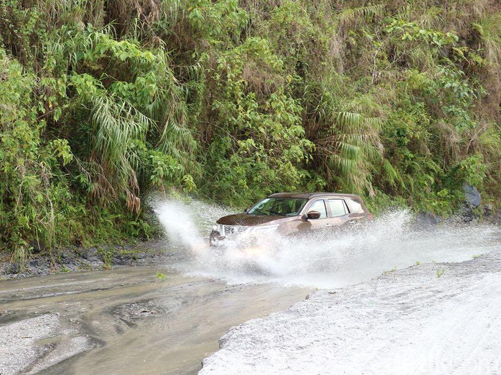 Main Offroad dengan Pesaing Fortuner dan Pajero Sport di Filipina
