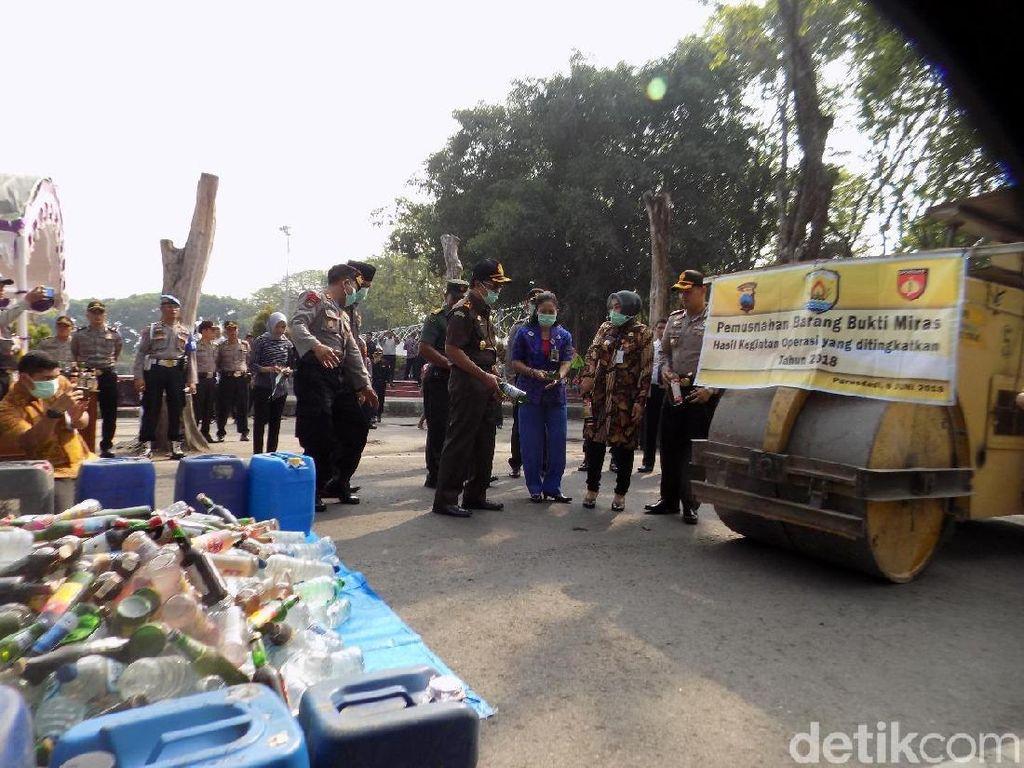12.000 Botol Miras dan 1.000 Liter Ciu Dimusnahkan di Grobogan