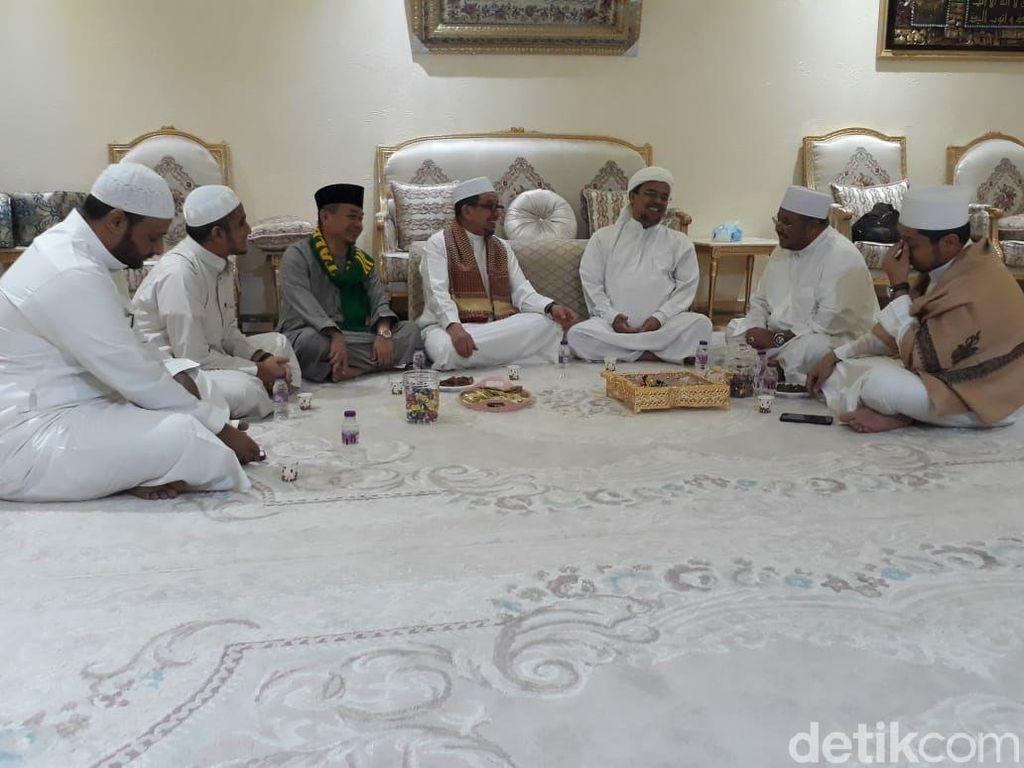 Giliran PKS Temui Habib Rizieq di Mekah