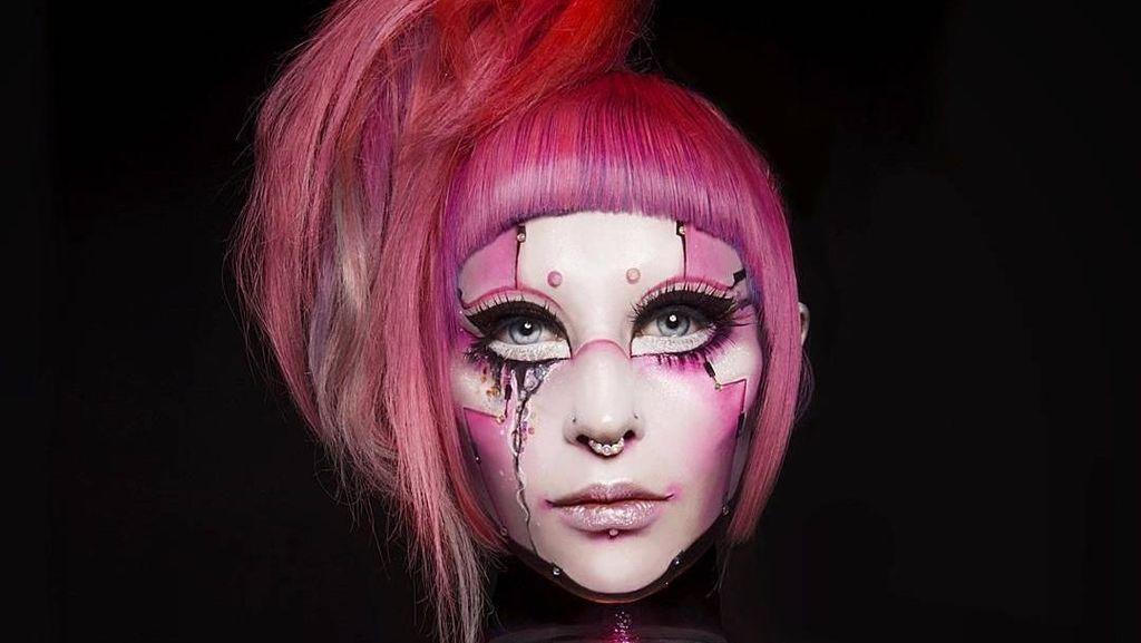 9 Orang Terobsesi Jadi Boneka Hidup, Pakai Makeup Tebal Sampai Oplas