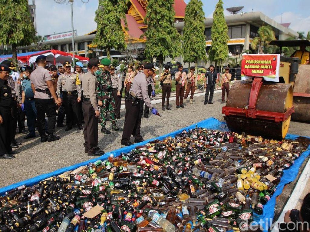 Polda Riau Musnahkan 40 Kg Sabu dan Ribuan Botol Miras