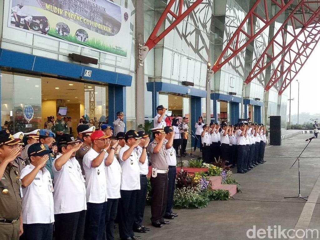 Anies Pimpin Apel Kesiapan Arus Mudik di Terminal Pulogebang