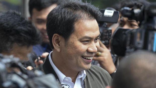 Politikus Partai Golkar Azis Syamsuddin, yang pernah diperiksa KPK dalam kasus korupsi e-KTP dan dana perimbangan, dicalonkan di posisi pimpinan DPR dan MPR.