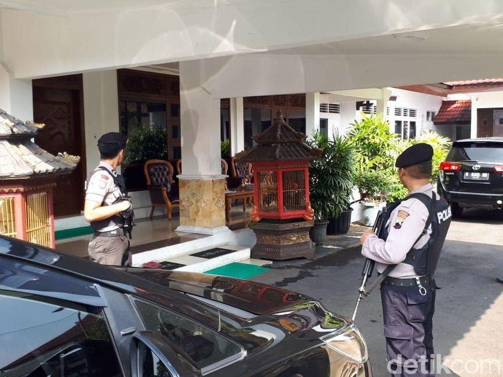 KPK Geledah Rumah Dinas Tersangka Suap Bupati Purbalingga