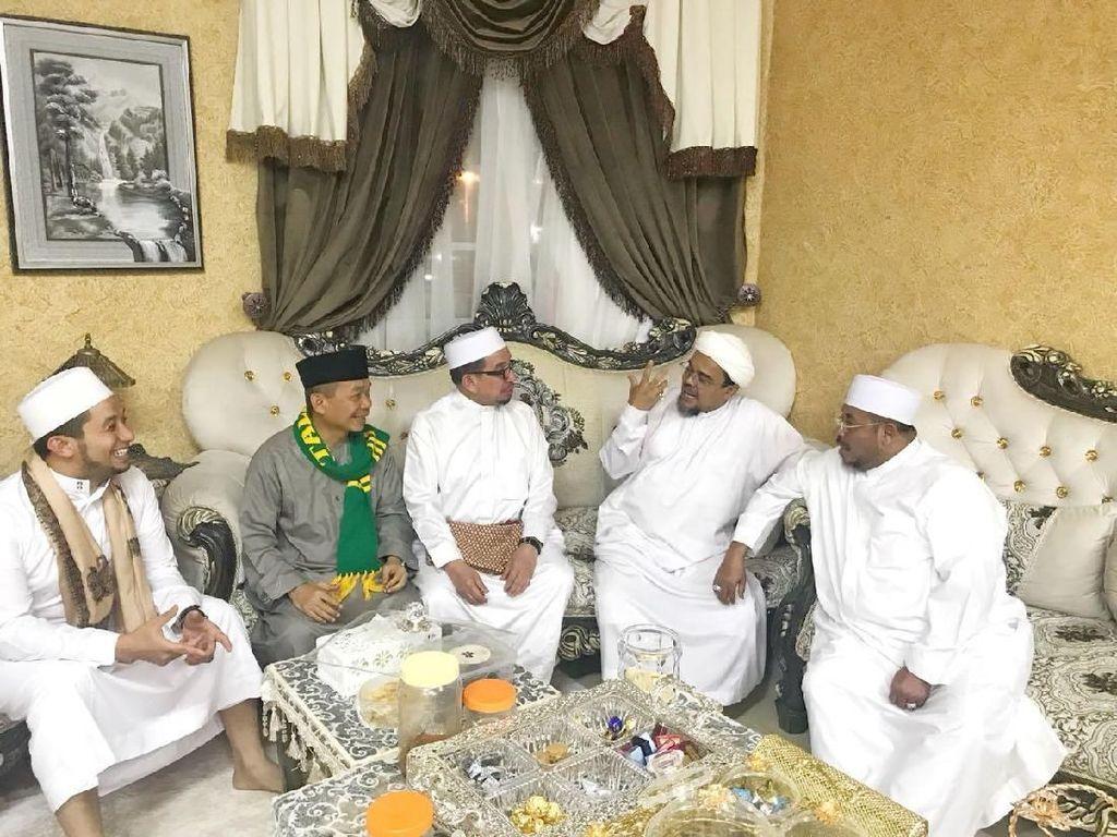 Singgung Ulama, Ini Isi Obrolan Habib Rizieq-PKS di Mekah