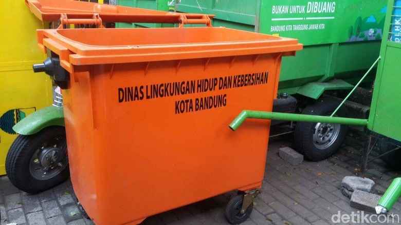 Disebut Pakai Tong Sampah Jerman, Bandung Gunakan China dan Lokal