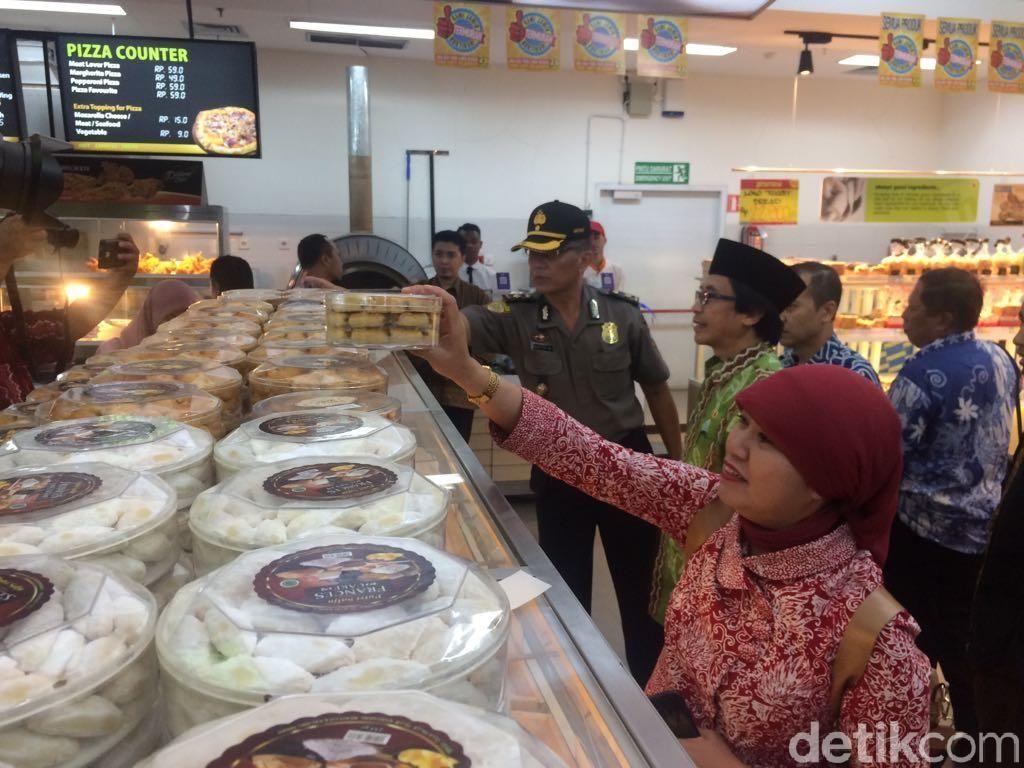 Sidak Supermarket, Wabup Jember Temukan Kemasan Makanan Rusak