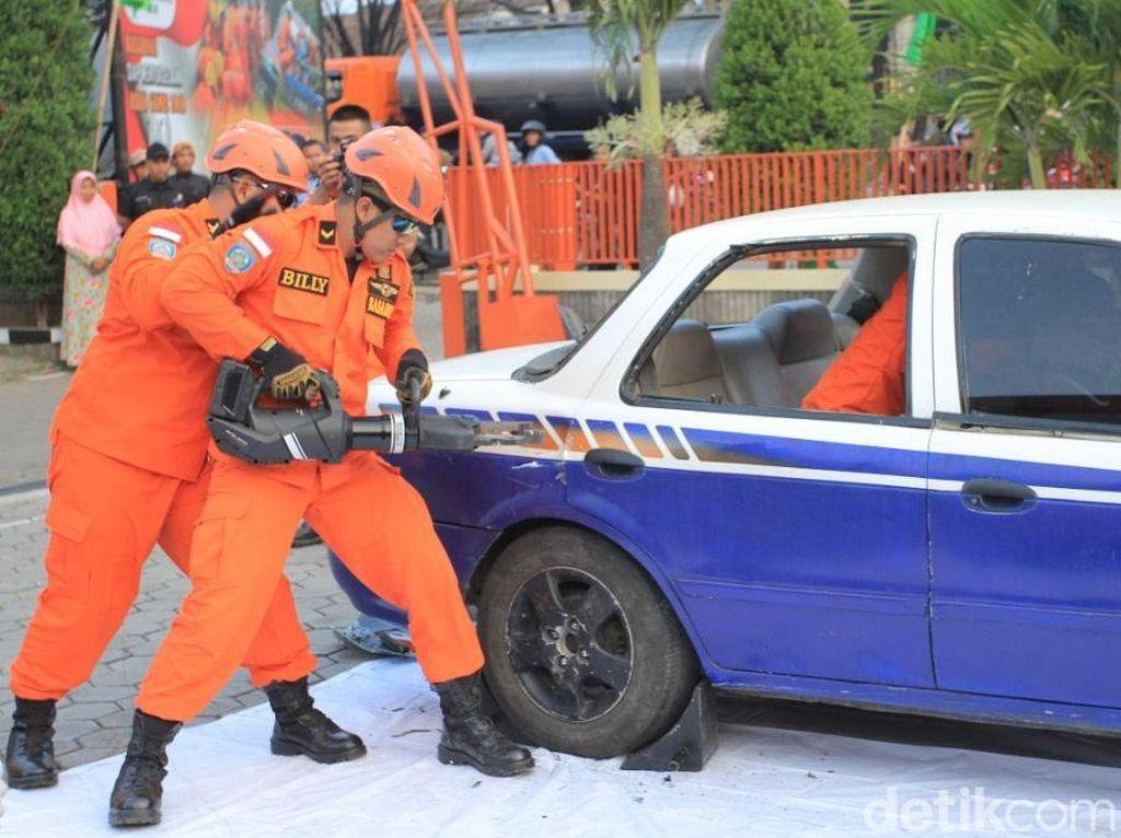 Jurus Tim SAR Selamatkan Korban Lakalantas di Jalur Mudik Jabar