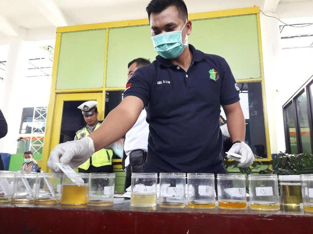 Jelang Mudik, Sopir Bus di Terminal Bekasi Dites Narkoba