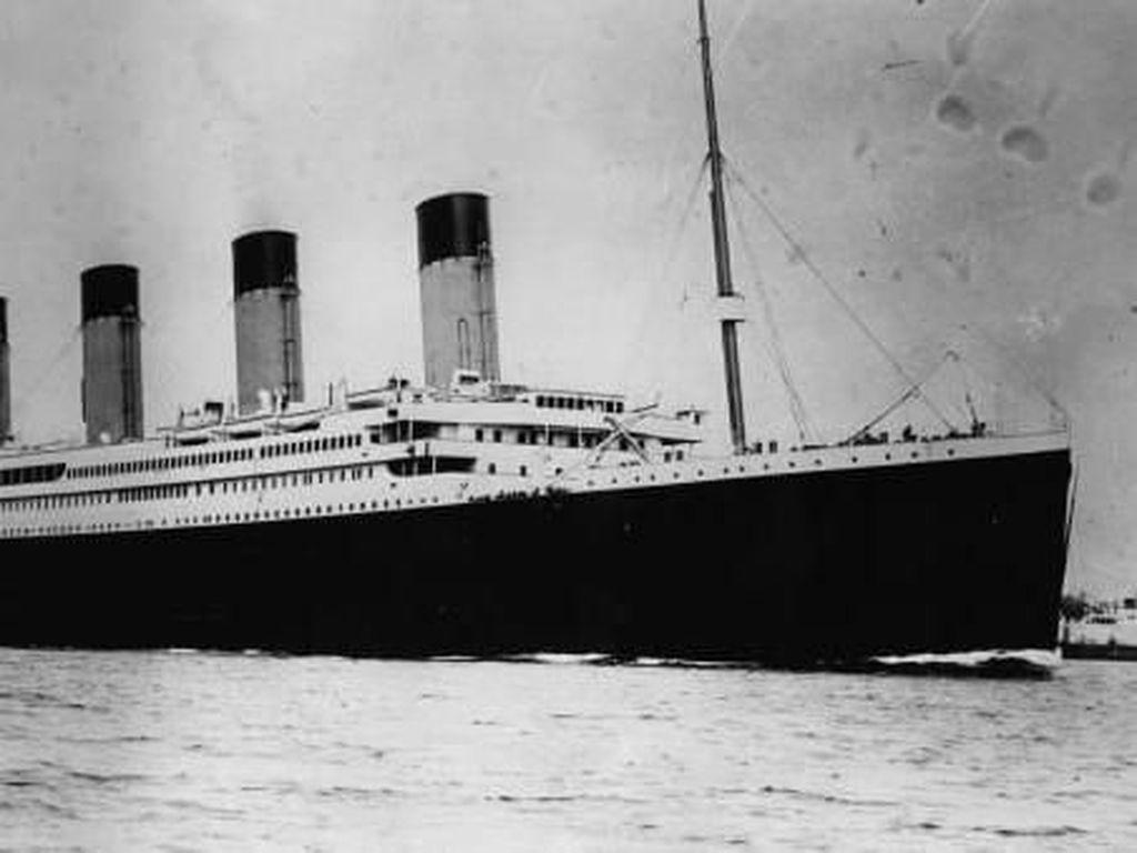Foto: Menyelam ke Situs Bangkai Titanic