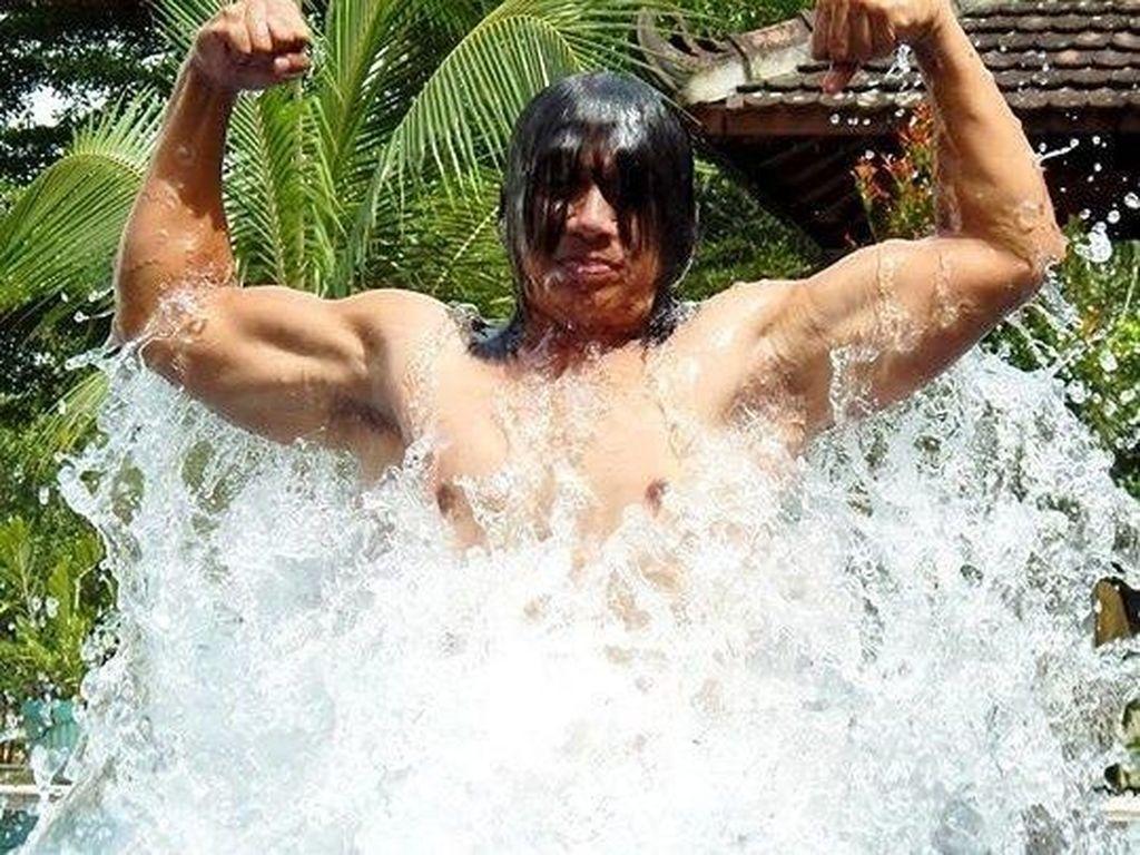 Rahasia Tubuh Kekar Agung Hercules, Pedangdut Nyentrik dengan Mic Barbel