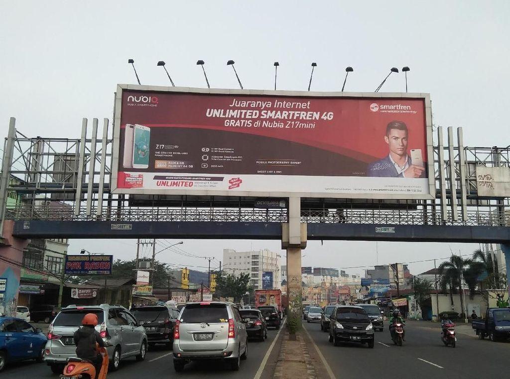 Viral Foto Spanduk PKS-Khilafah Islamiyah Mejeng di JPO Serpong