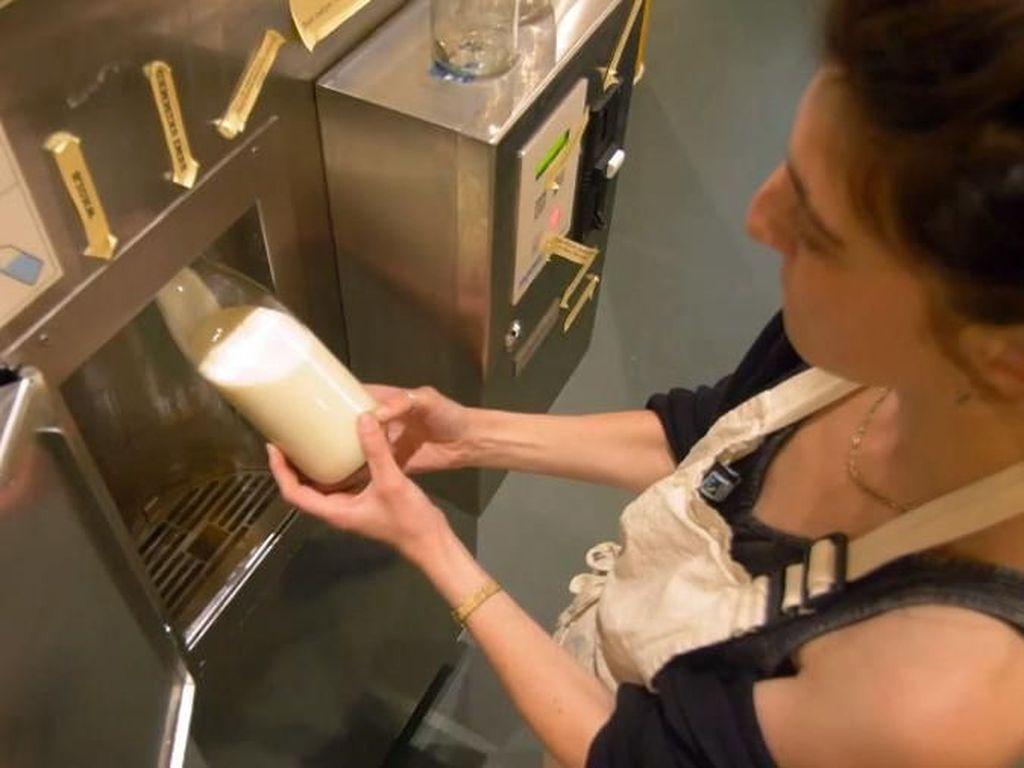Supermarket Skotlandia Jual Susu di Vending Machine Untuk Kurangi Limbah Plastik