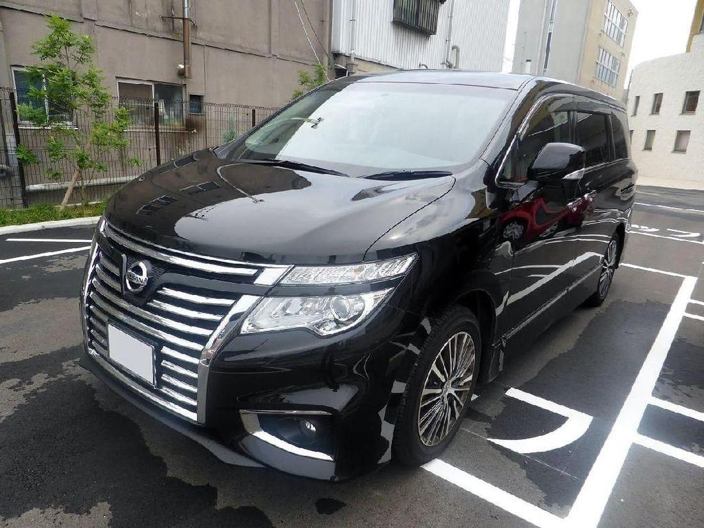 Nissan Elgrand yang Jadi Seru karena Tidak Punya Ban Serep