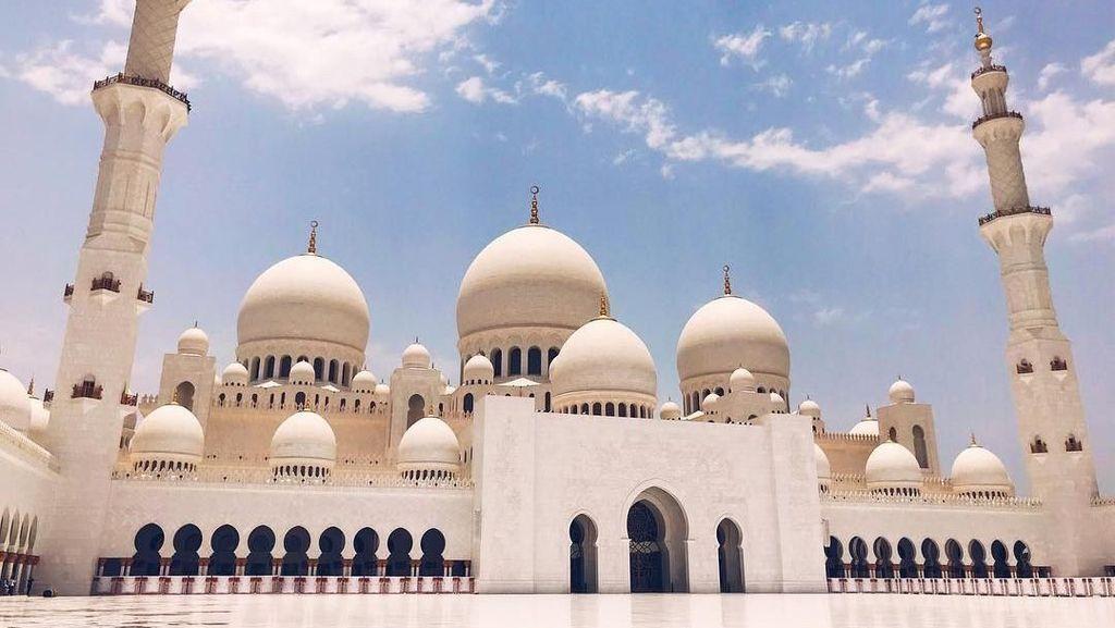 Foto: Masjid Cantik, Swarovski dan Karpet Terbesar Dunia