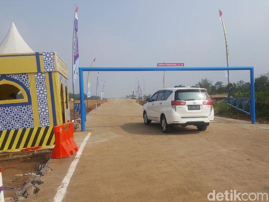 Tol Sumberwuni Fungsional, Mobil dari Surabaya Ramai Melintas