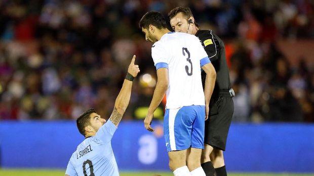 Luis Suarez sempat marah di laga tersebut.
