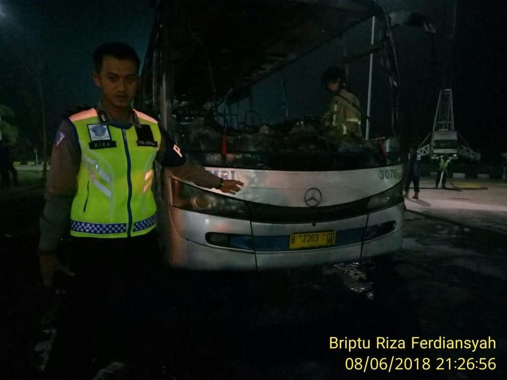 Bus Damri Terbakar di Rest Area Tol Cipali