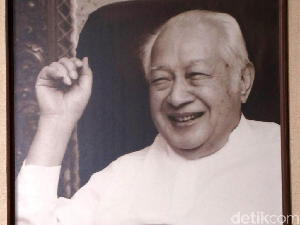 Gunung Lawu dan Cerita Soeharto Berkuasa 32 Tahun