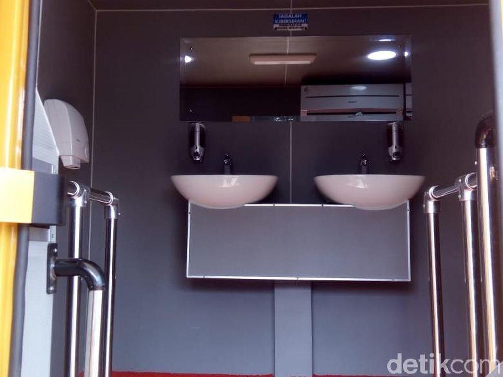 Pemudik Bisa Coba Toilet VVIP di Rest Area Koripan Semarang