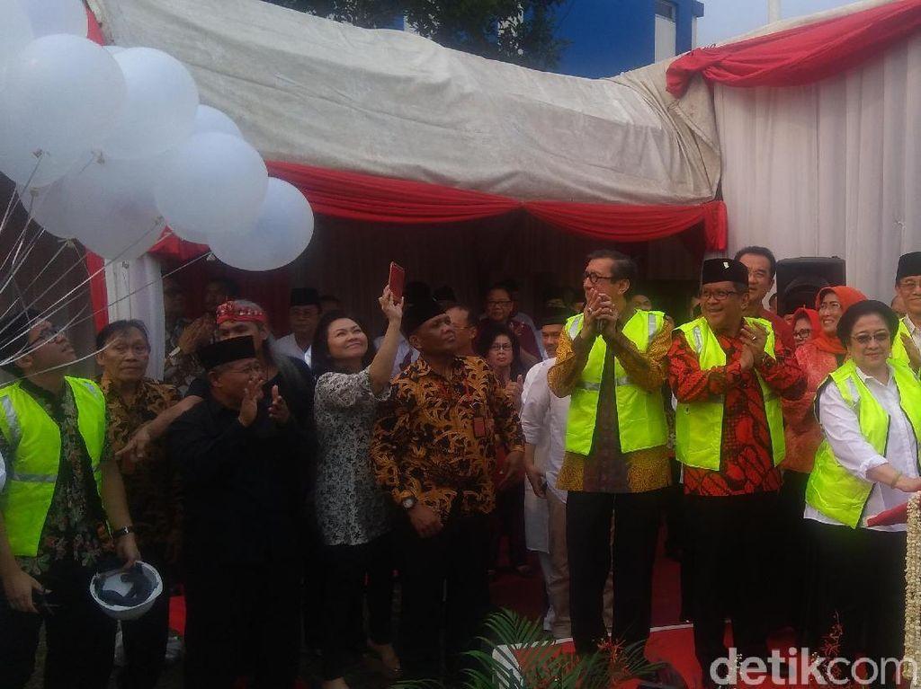 Megawati Pimpin Peletakan Batu Pertama Masjid Taufik Kiemas