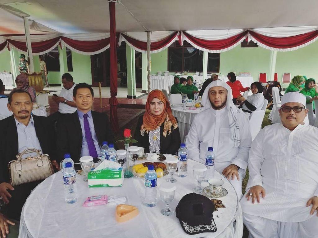 Ini Momen Syekh Ali Jaber Saat Makan dengan Ridwan Kamil dan Habib Nabiel
