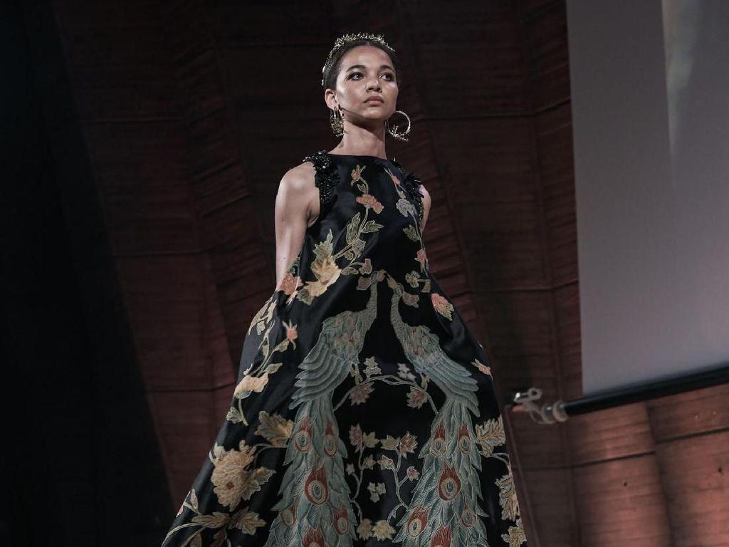Ini Deretan Busana Batik Karya 3 Desainer Indonesia yang Memukau di Paris