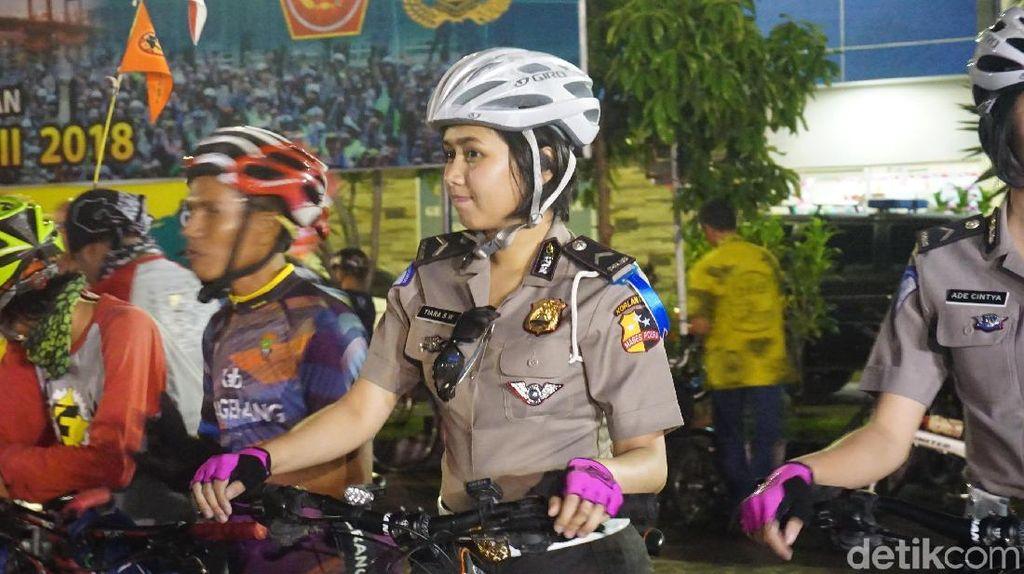Kring Kring! Belasan Orang Mudik Naik Sepeda, Malam Ini Tinggalkan DKI