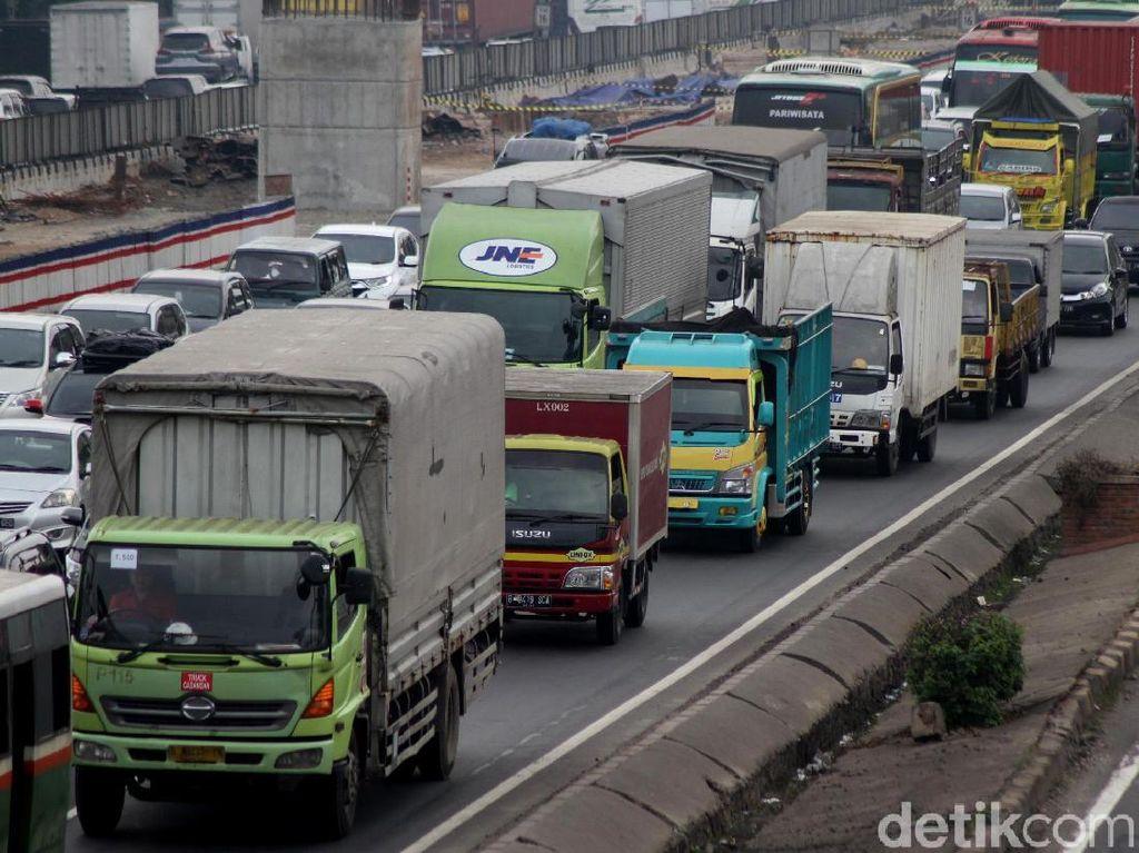 Jelang Tahun Baru, Truk Dilarang Melintas Gronggong Cirebon