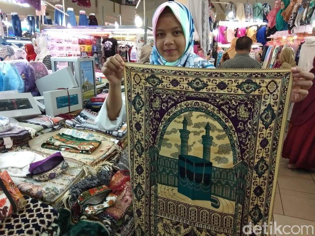 Berkah Ramadan, Jualan Sajadah Laris Manis di Thamrin City