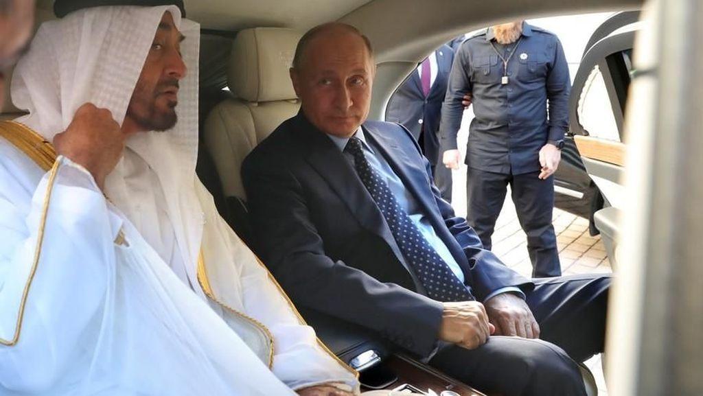 Putin Pamer Mobil Dinas Buatan Rusia ke Pangeran Abu Dhabi