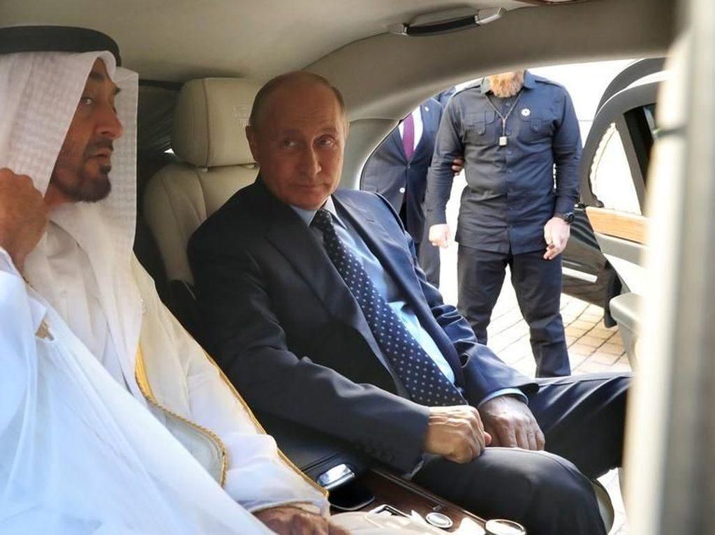 Vladimir Putin Pamer Mobil Dinas ke Pangeran Abu Dhabi