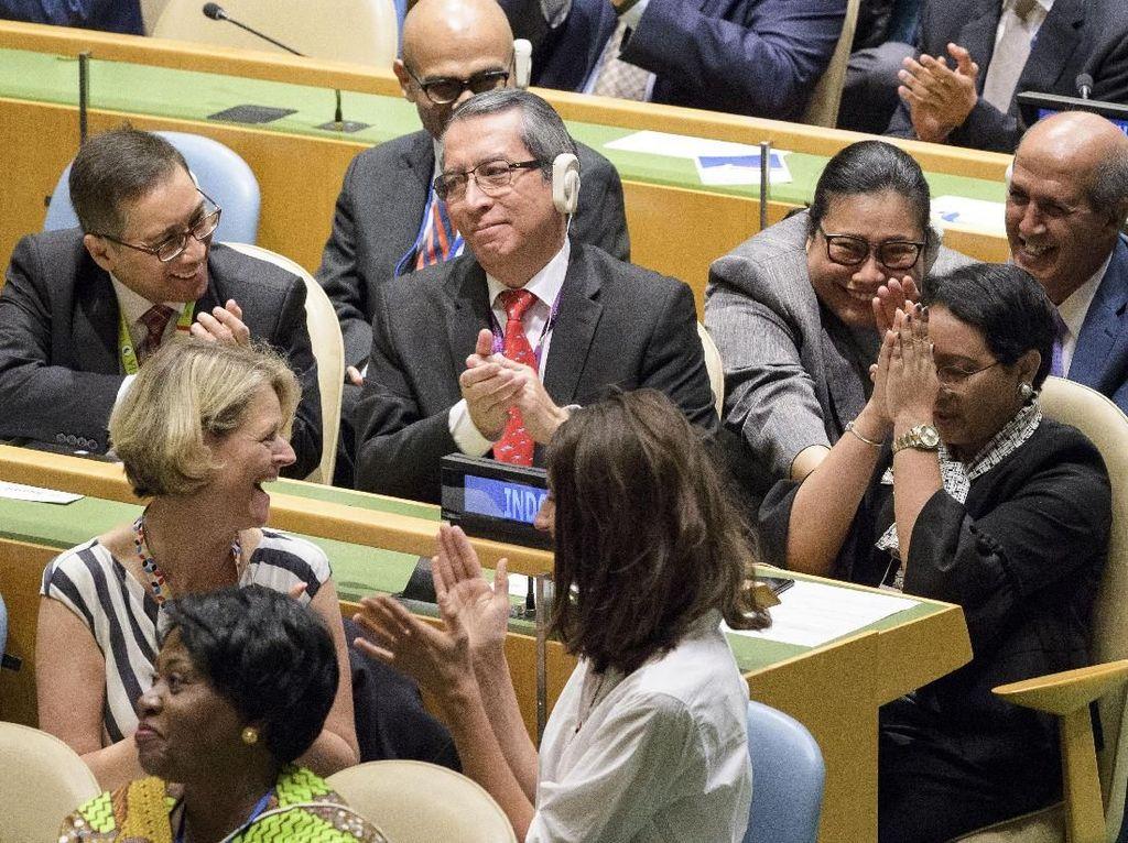 Foto: Ekspresi Syukur Menlu saat Indonesia Jadi Anggota DK PBB