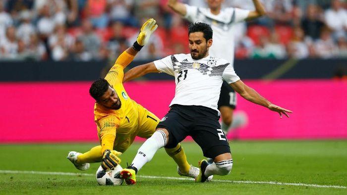 Ilkay Guendogan dicemooh suporter timnas Jerman saat laga uji coba melawan Arab Saudi. (Foto: Thilo Schmuelgen/ REUTERS)