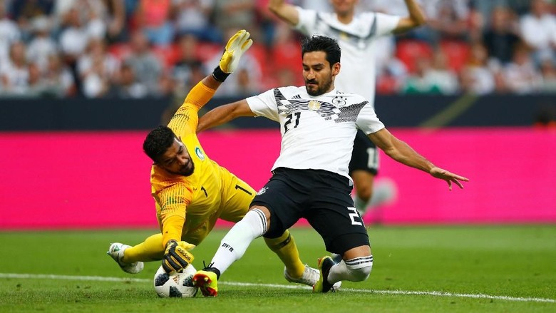 Guendogan Dicemooh Suporter Jerman, Loew Kesal